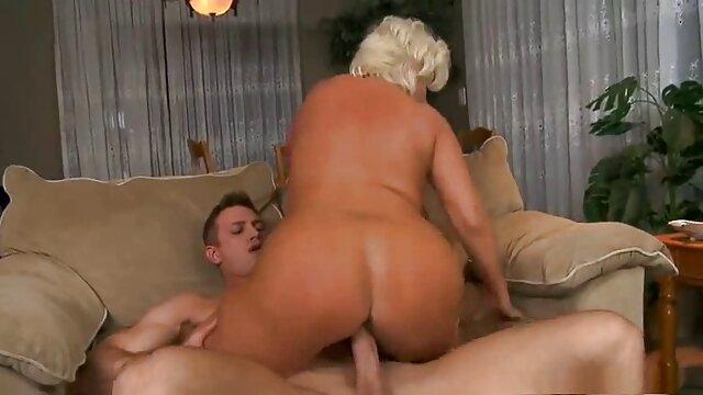 Cute Busty Blonde Macht Liebe mit Ihrem Dildo geile ältere weiber