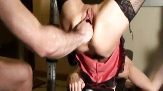 Hot dude bekommt blowjob am pool und fickt bareback alte geile weiber gratis