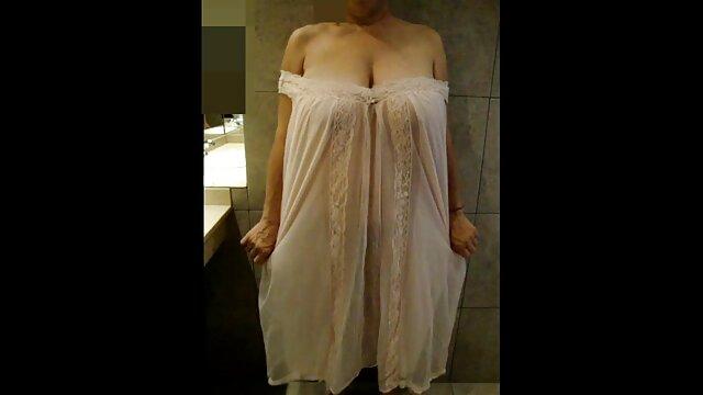 GF geile reife frauen nackt auf den Knien Bläst asiatischen Schwanz & Schwalben Laden