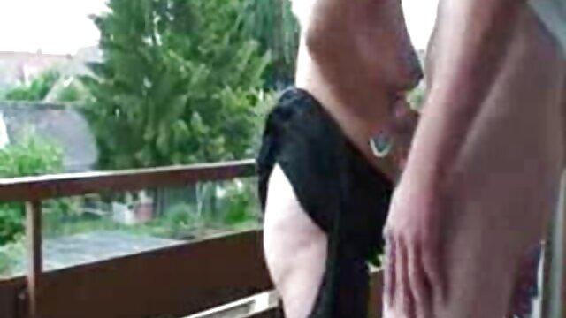 SOLOGIRLSMANIA geile weiber ab 70 schmutzige junge Schlampe masturbiert mit 2 dildos