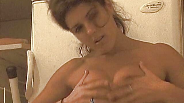 Vibrator an ihrem Kitzler und Dildo in ihrer alte geile weiber gratis Muschi