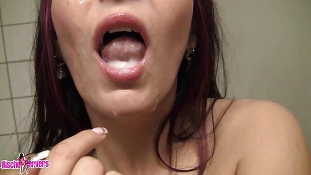 Cutie Spielt Ihre Enge Muschi rasierte alte weiber