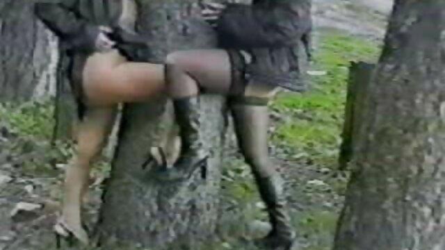 Kubanische BBW saugt Großen schwarzen Schwanz auf reife nackte geile frauen den Knien!