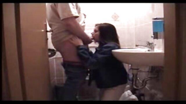 Mollige BBw masturbiert in der Turnhalle Dusche geile alte weiber kostenlos