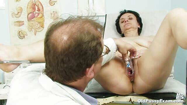 Petite brunette cutie versucht auf deutsche alte weiber pornos BBC