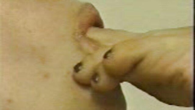 Transe Saugt Ihren Schwanz und Schluckt geilealte weiber Ihr Sperma
