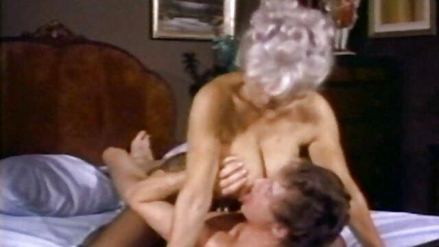 Ziemlich BrunetteTeen Spielt Ihre Leckere Pussy Wit alte weiber arschficken