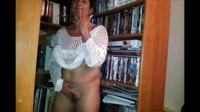 Verrückt Möchtegern tut sexy striptease und reife geile frauen beim sex blowjo