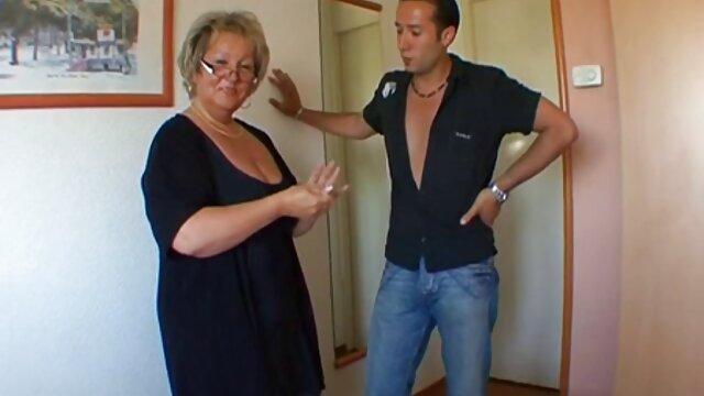 Lesbische Piss - Eingeschaltet babes Dafne und Chrissy spielen alte schlampen videos mit Ihrer Pisse