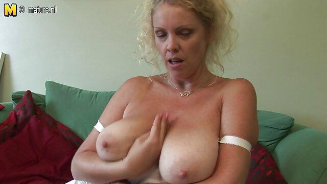 Super Heiße Babe Wird alte weiber in nylon Nackt Und Streichelt Einen Schwanz