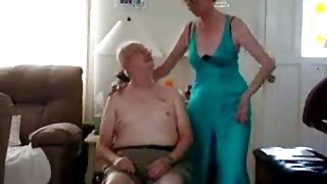 s Füllung einen großen dildo! rasierte alte weiber
